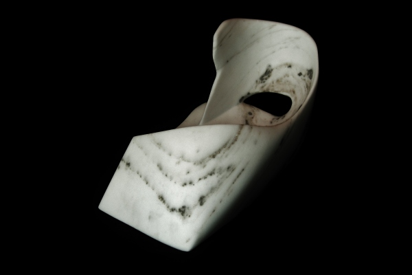 Swan Wave, The Maiden Collection / Yule Marble / SN120806 / 19.5 x 12 x 13.75 inch / 73.4 lbs / $4,000