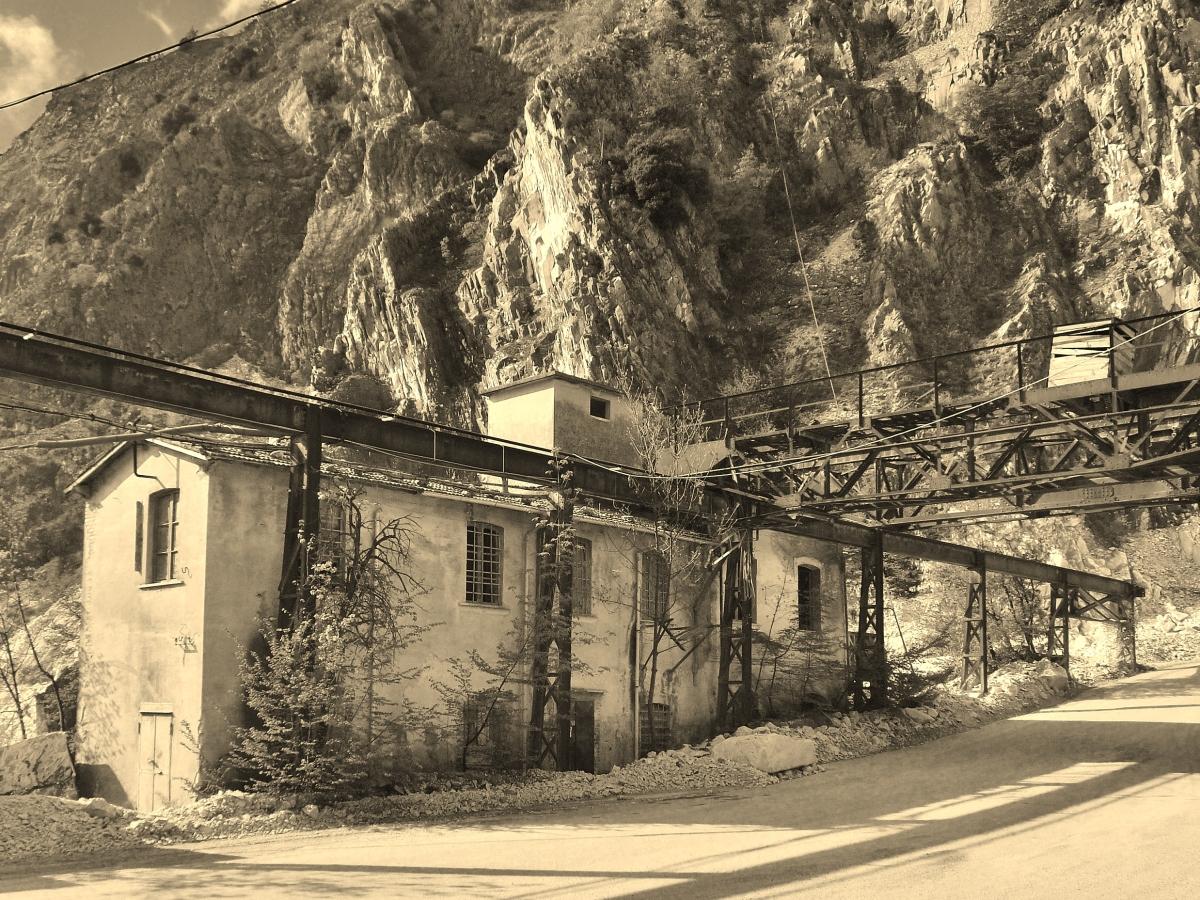 Carrara marble quarry, Tuscany, Italy | martincooney com