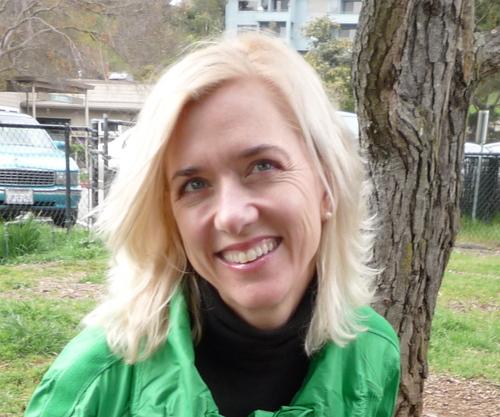 Lara Deam