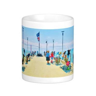 Forte dei Marmi Lunchtime Pier Crowd, Classic Mug, Center