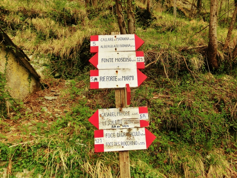 Trail Markers, Along the Path to Forte dei Marmi Hostel, The North West Tuscan Way