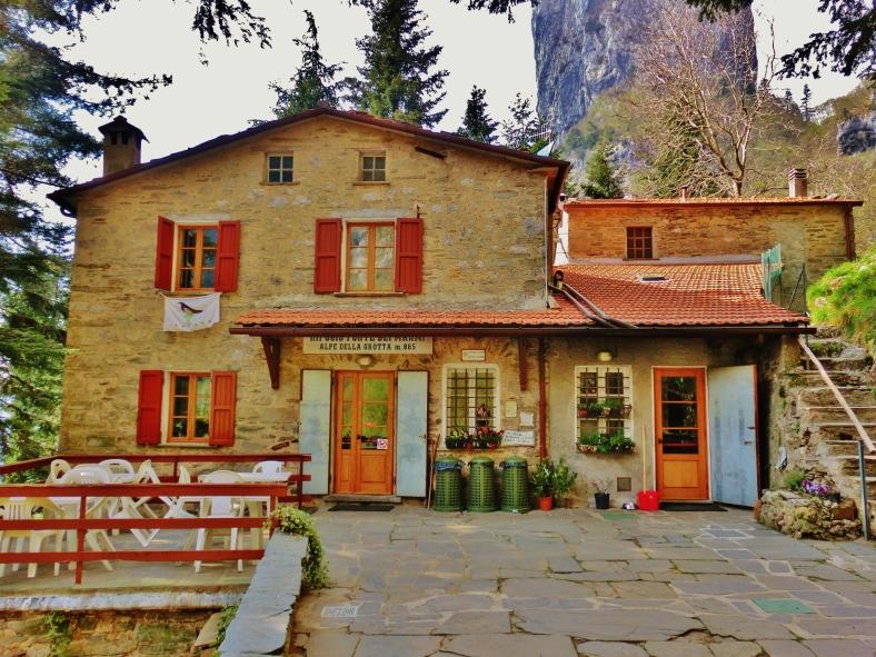 Forte dei Marmi Hostel, The North West Tuscan Way
