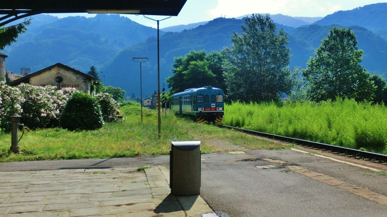 Popular Local Train, Borgo a Mozzano, Tuscany