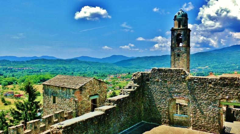 Incredible views from Castello di Malgrate, Lunigiana, Tuscany, Italy