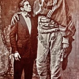 Postcard: 'Two Giants'.