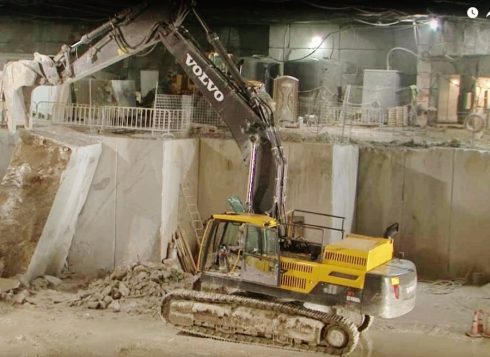 Volvo Hammer Drill topples quarry block, Marble, Colorado