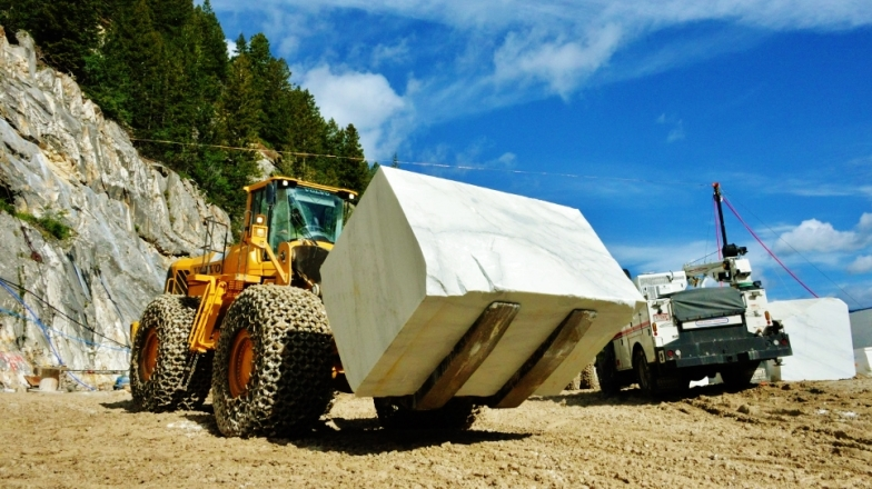 Volvo's Largest Loader, the L350F at work moving a new block at the Yule Marble quarry, Colorado2