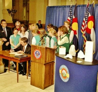 Colorado State Rock, Yule Marble, Governor signs act